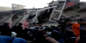 İzmir'deki depremde enkazdan yaralının çıkarılma anı